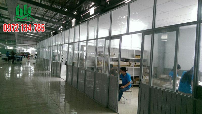 thi-cong-vach-ngan-nhom-kinh-tai-binh-duong-minhquan-01